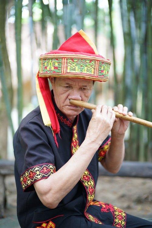 nose-flute.jpg