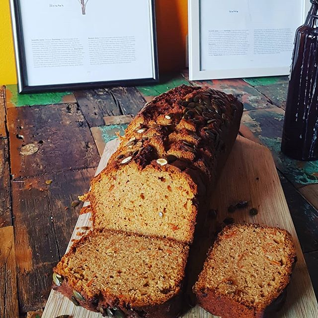 Our carrot & honey loaf, topped off with lots of crunch pumpkin seeds. It's pretty much a salad right? 🙄  So grab a slice with a salad from @cravegoodfood.amsterdam at @marqt for a nice lunch in the sun today!