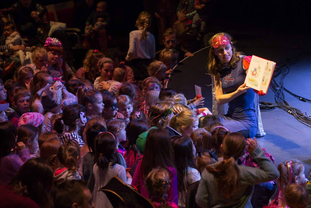 Dress Up Attack 2016   Book reading for kids at the Sydney Opera House for Dress Up Attack. Photo Daniel Boud