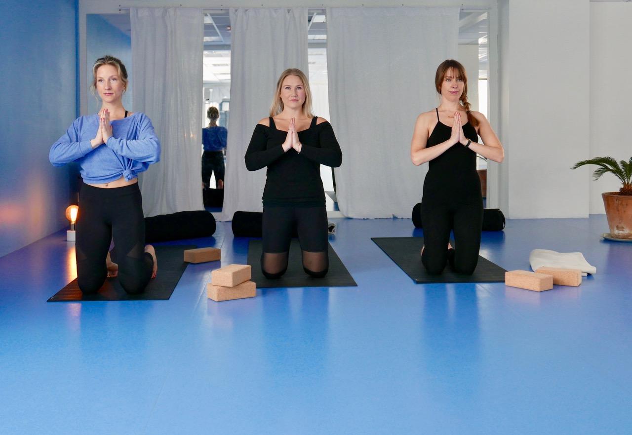 Practising yoga at my favourite studio, Flyt Studio. Foto: Nina Klungsøyr