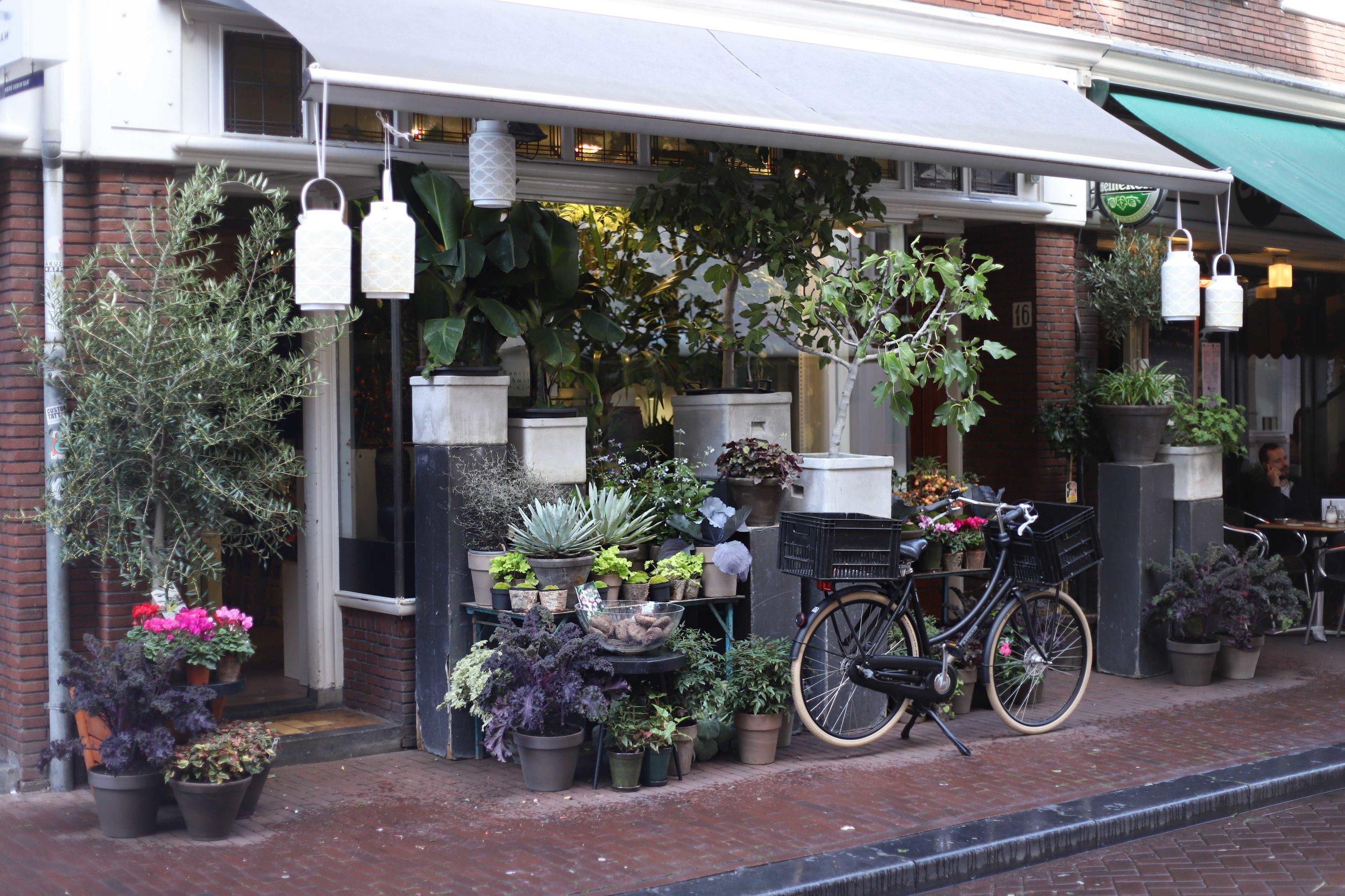 Gerda's flowers - Runstraat 16, De 9 StraatjesSee websiteOpening Hours:Mon-Fri: 9am-6pm / Sat: 9am-7pm