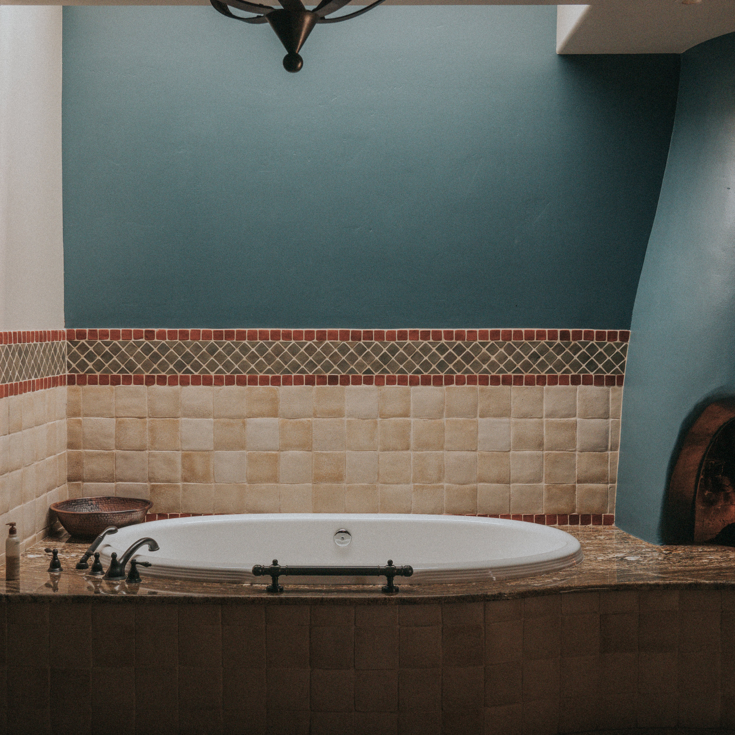 Bathtub in the couples massage suite of LeMonds Spa