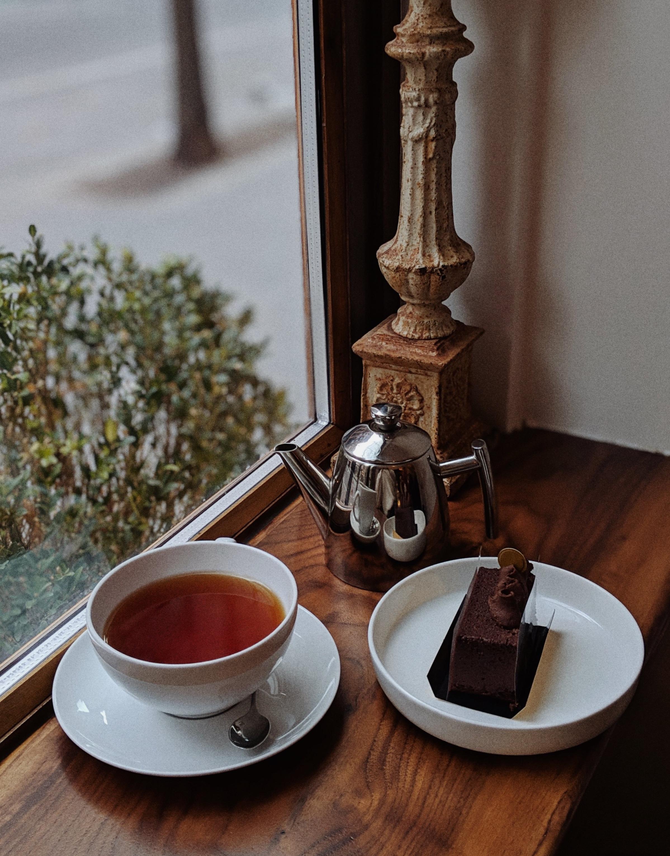 Gluten-free chocolate cake with Assam tea