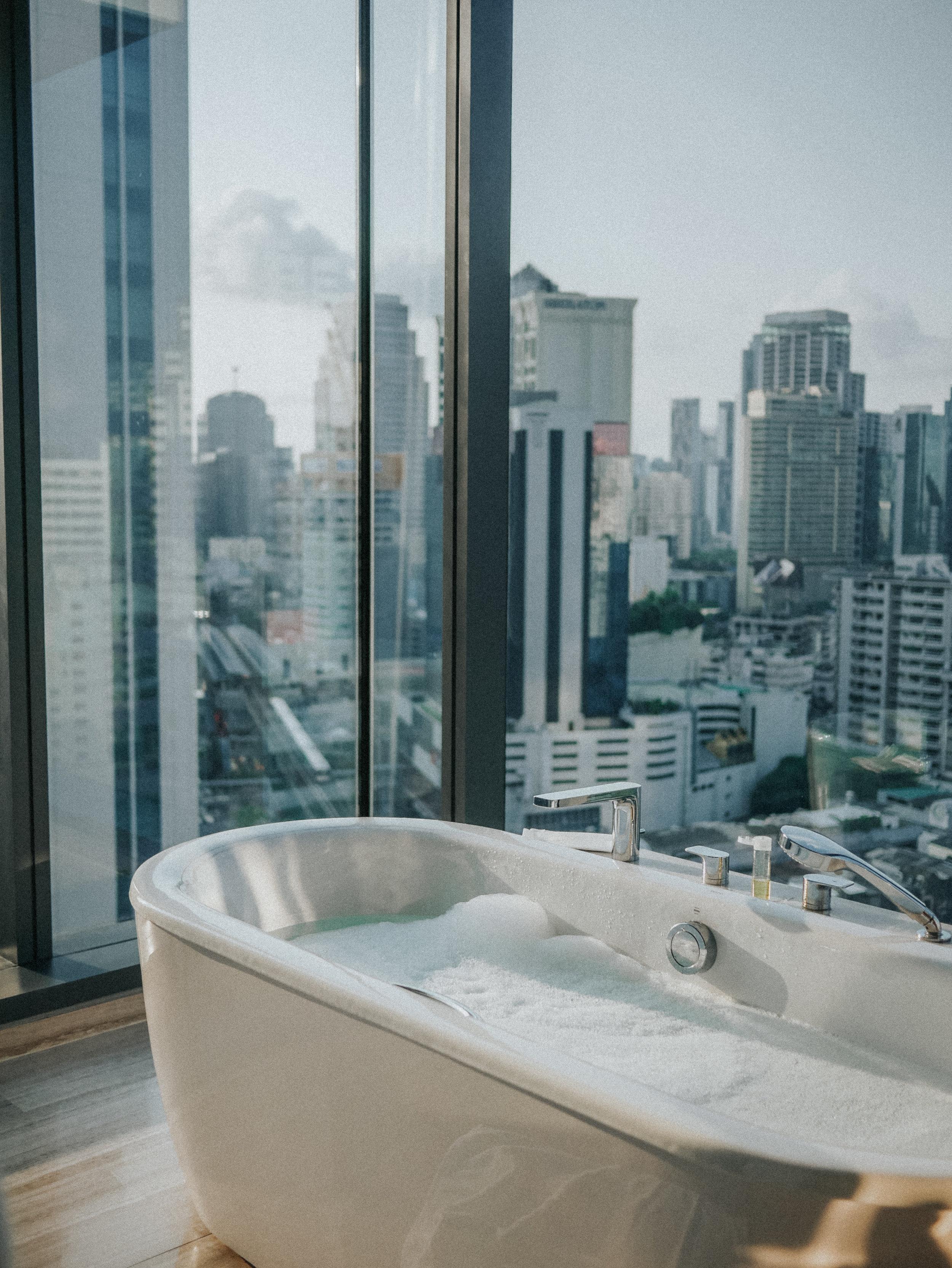 Dreamiest infinity bath tub situation