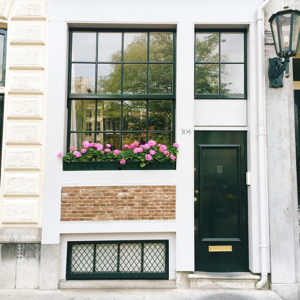 Typical-Amsterdam-Front-1024x1024.jpg