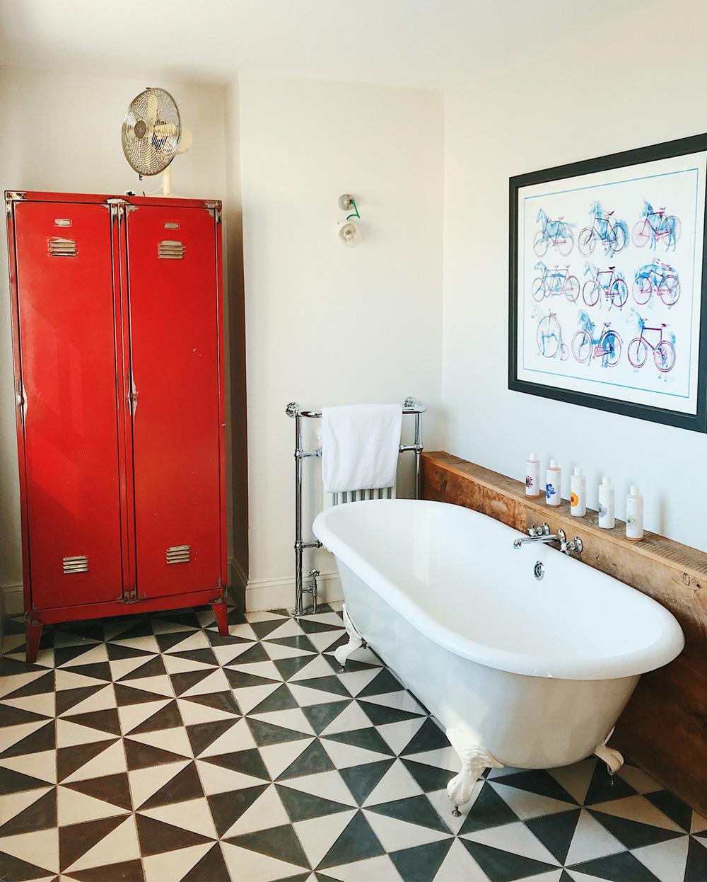 Artist Residence Brighton Bath Tub.jpg