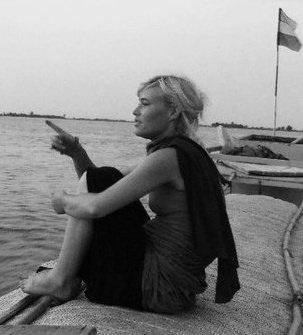 dearbhla_on_the_niger_river.jpg