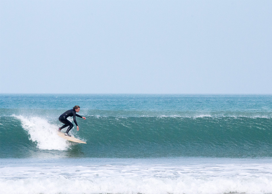 Otter_Surfboards_Sophie_Hellyer_racing_wave_post.jpg