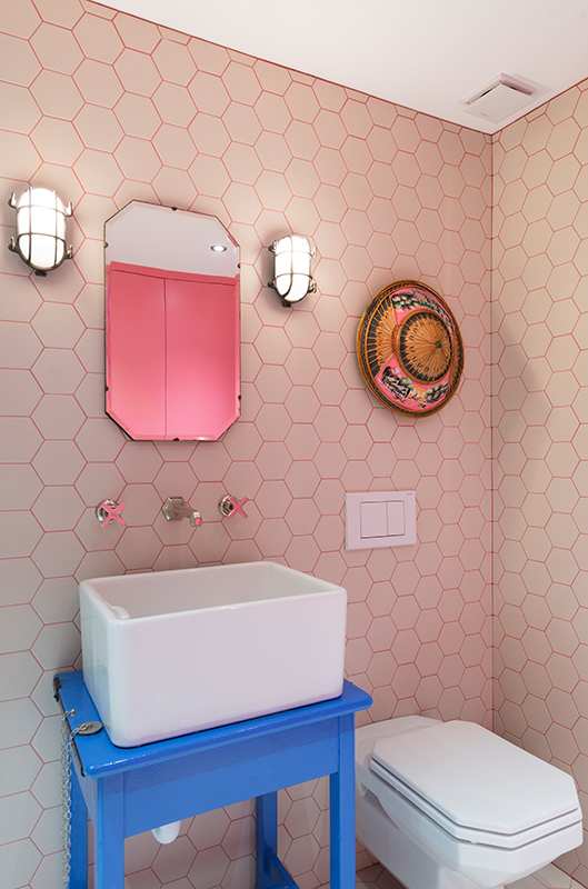 hexagon-tiles-bathroom-pink
