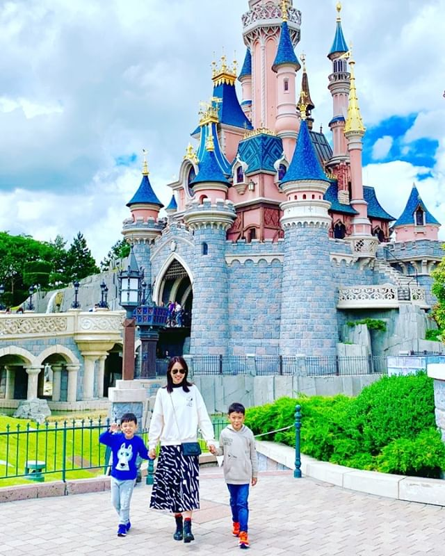 The Happiest Place On Earth 🌈. . . (Unfortunately my phone was pick-pocketed so no Stories 😩). . . . #familyholiday #notsohappy #disneylandparis #momofboys #makingchildhoodmemories #2019
