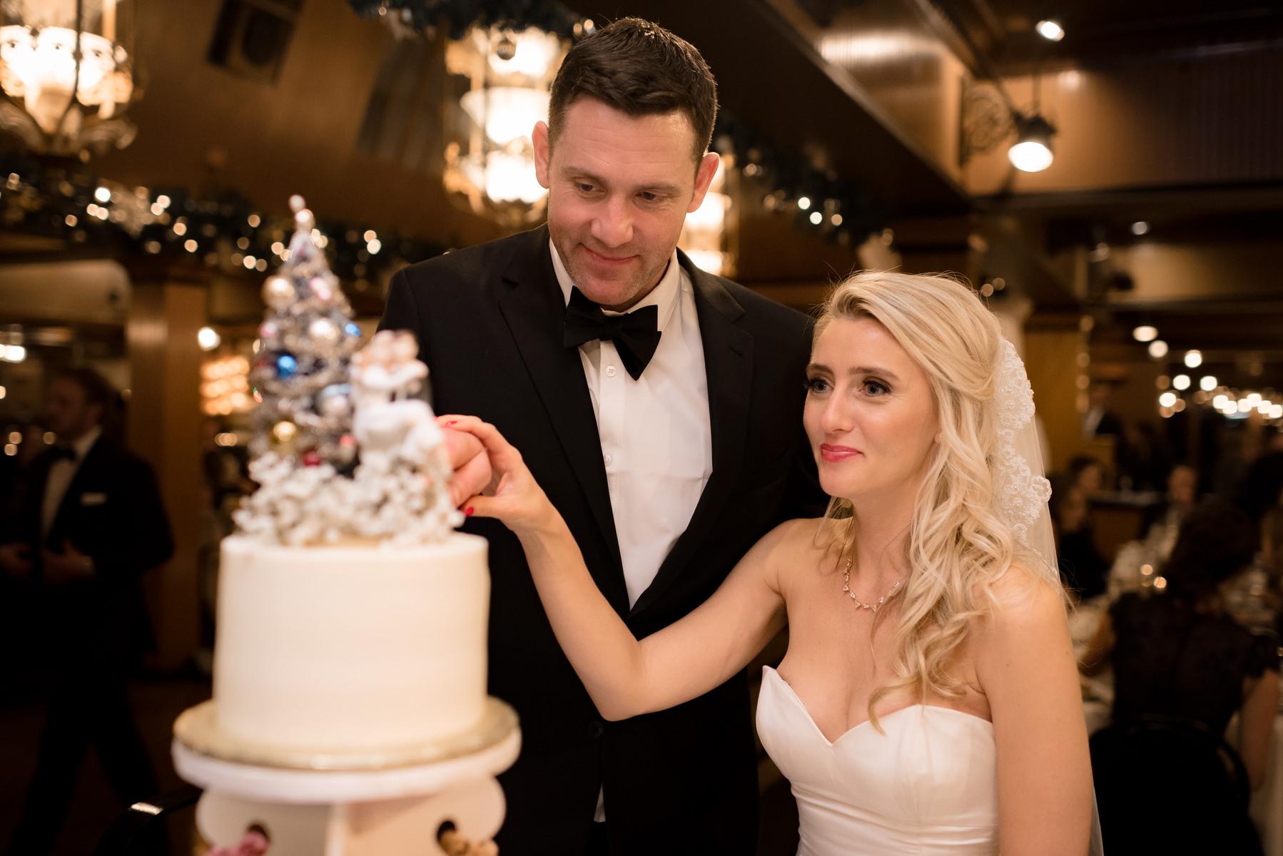 Andrew Tat - Documentary Wedding Photography - Lake Union Cafe - Seattle, Washington -Rachel and Ryan - 33.jpg