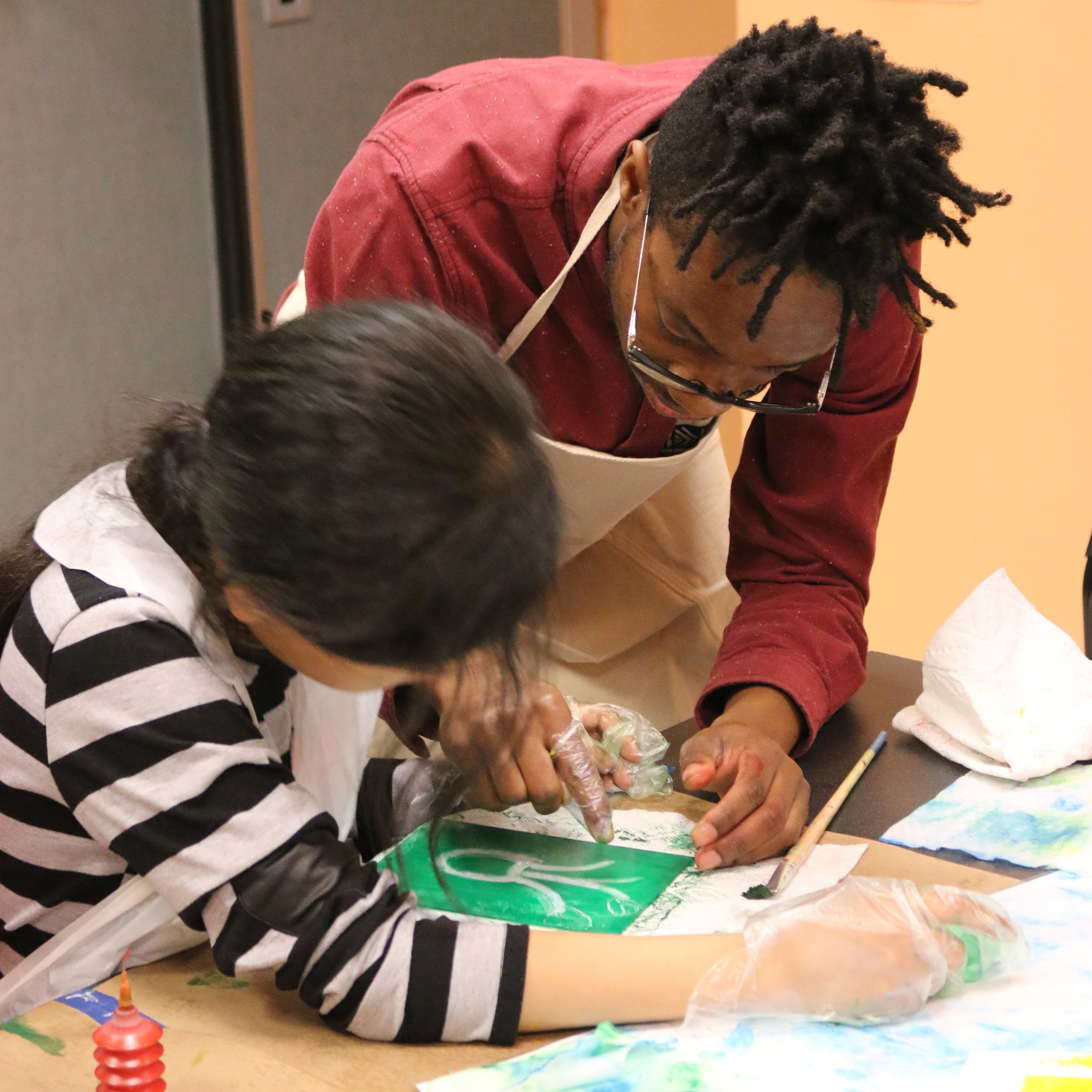 Off-site outreach - Since 2015, IPCNY has partnered with the Stanley M. Isaacs Neighborhood Center in Harlem to offer three annual printmaking workshops to elementary school children in its after-school program. We are open to new partnerships! Reach out below.