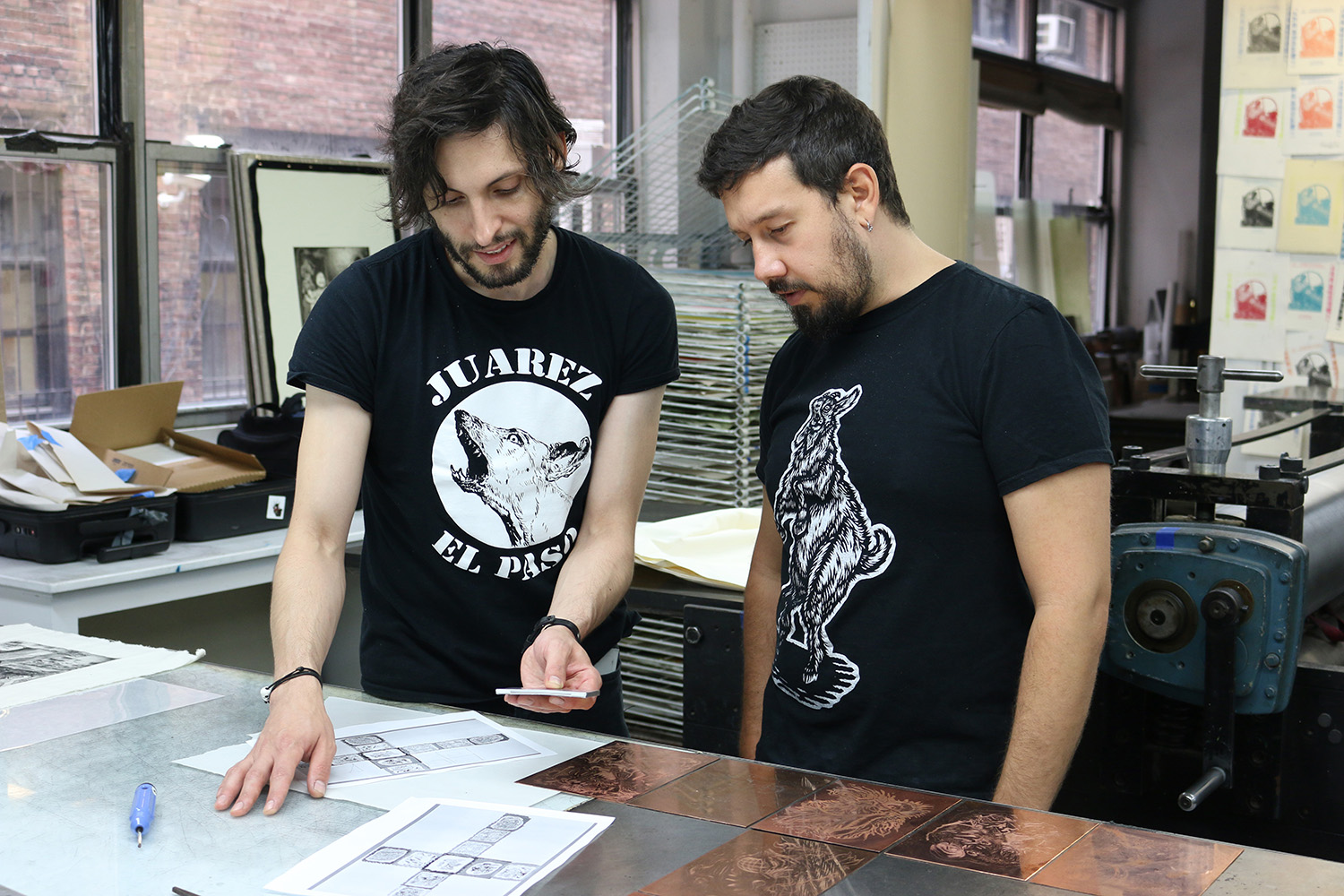 Ernesto Ortiz-Leyva working with Master Printer Justin Sanz during his residency at IPCNY.
