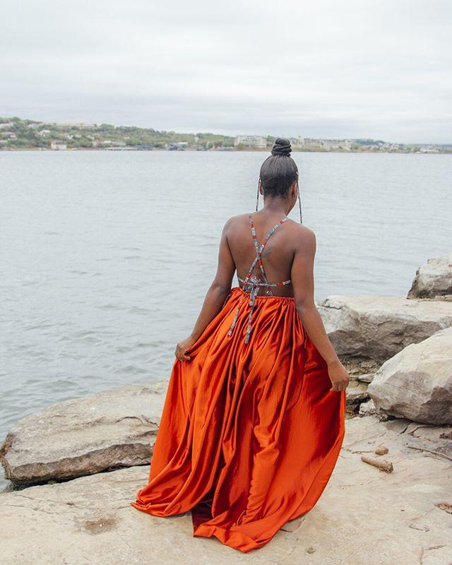 """""""One does not enter into the water and then run from the cold"""" // @___blackbeauty231 in SS19⠀⠀⠀⠀⠀⠀⠀⠀⠀ ⠀⠀⠀⠀⠀⠀⠀⠀⠀ A kì í bó sínú omi tán ká máa sá fún òtútù ~ Yoruba Proverb⠀⠀⠀⠀⠀⠀⠀⠀⠀ ⠀⠀⠀⠀⠀⠀⠀⠀⠀ Full lookbook coming soon to shopshusi.com"""