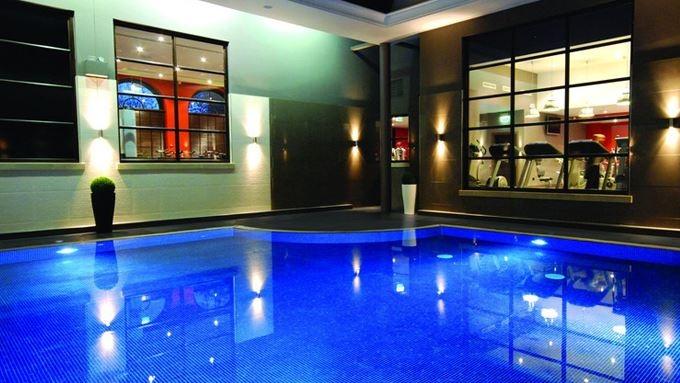 Indoor pool, Jacuzzi, Sauna, Steam room