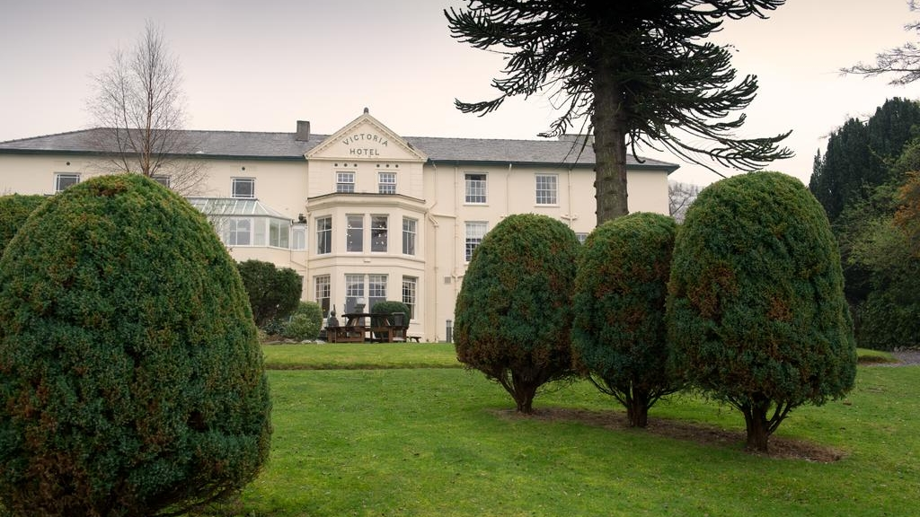 The Royal Victoria Hotel is uniquely located close toLlanberis at the foot of Snowdon.