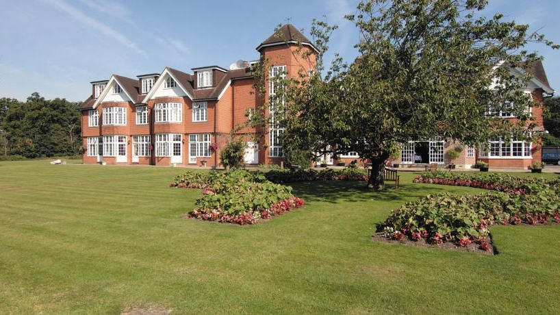 Grovefield house - Nr Windsor
