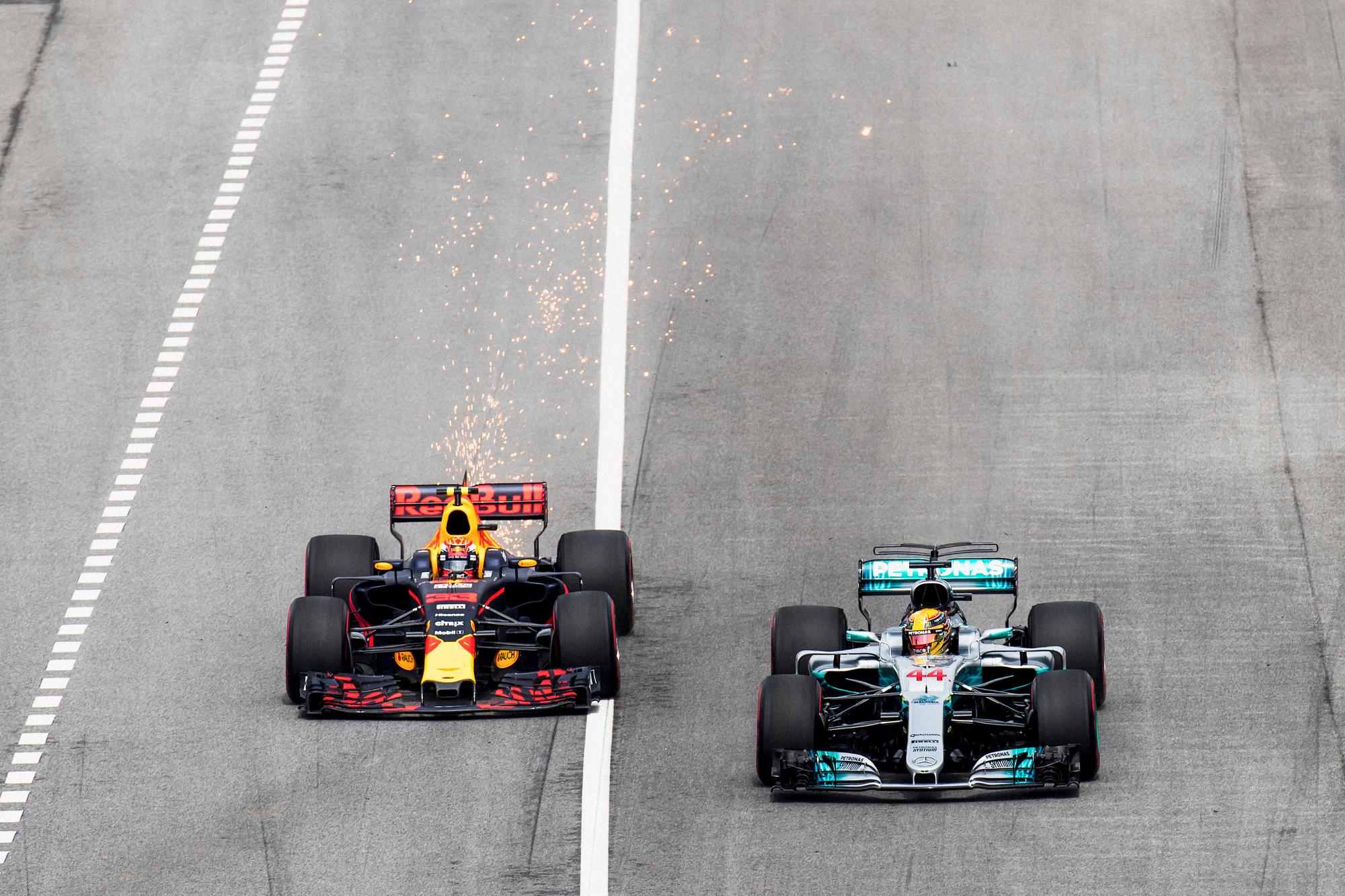 Max Verstappen, Red Bull and Lewis Hamilton, Mercedes. 2017 FIA Formula 1 Championship, Sepang, Malaysia.