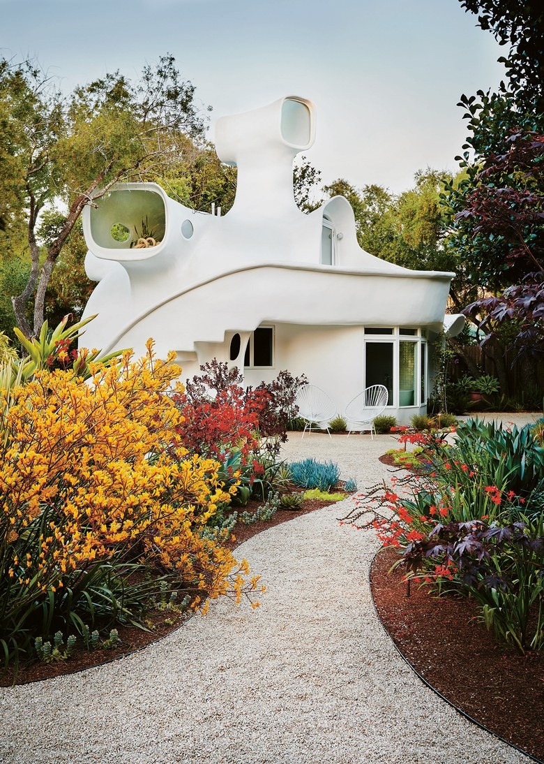 00-story-image-angelina-rennell-california-spaceship-house (1).jpg