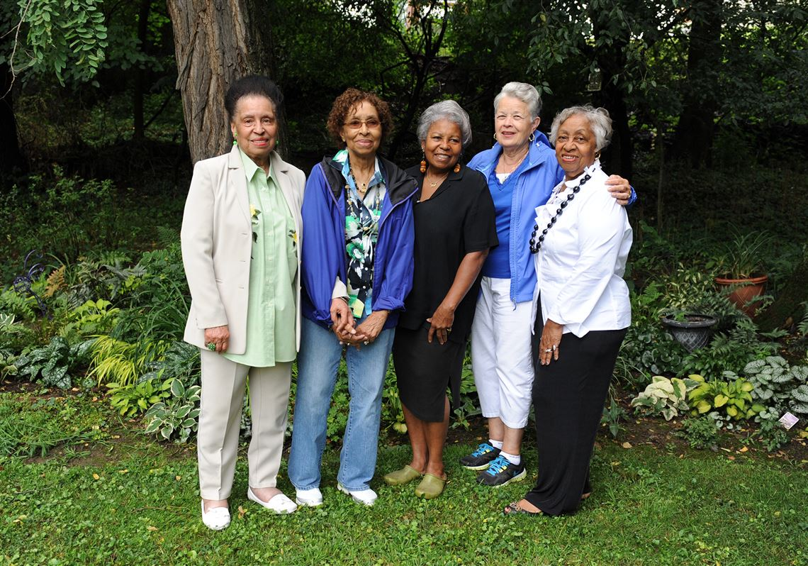 stoop n bend garden club_black people with plants_collection of collections.jpg