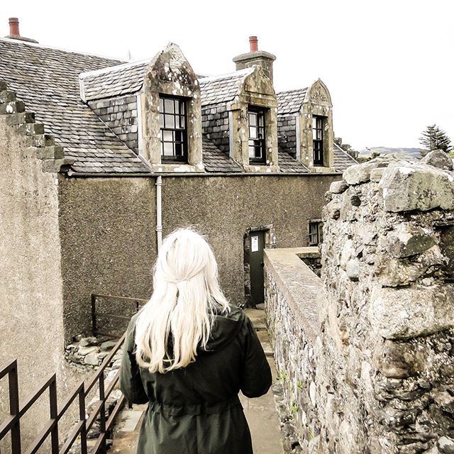 """""""And then she found herself atop the ramparts, looking out over Ardmucknish Bay."""" ⠀ ⠀ ⠀ #dunstaffnage #visitscotland #historicenvironmentscotland"""