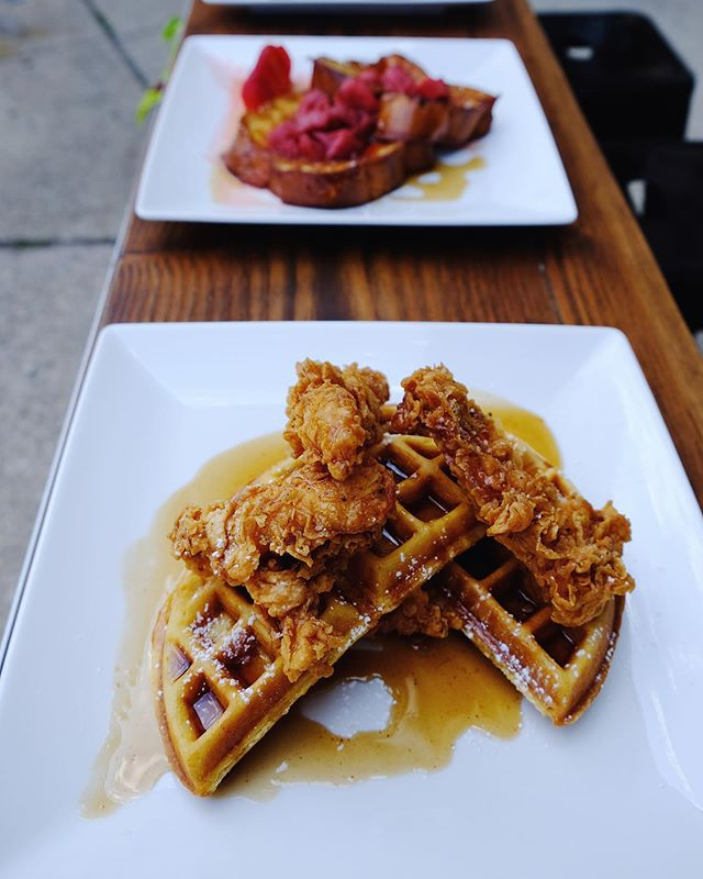 Who else just finished eating dinner and is already thinking about brunch? #wegotyou #openat10am