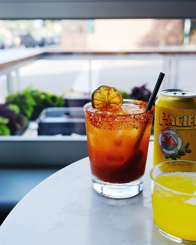 🍻 or 🥂? Either way, we've got both micheladas and mimosas waiting just for you! Yes, just for you #onlyforbrunch #openat10am #sundayfunday
