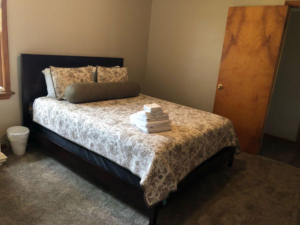 2nd bedroom- Queen bed