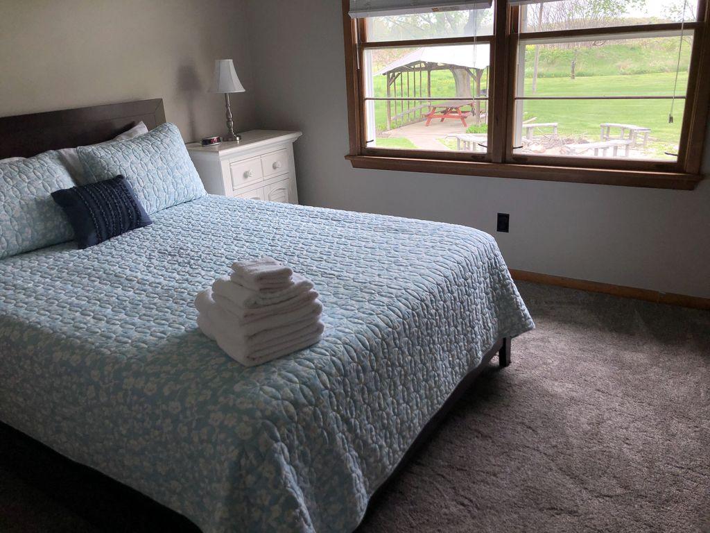 1st bedroom- Queen bed