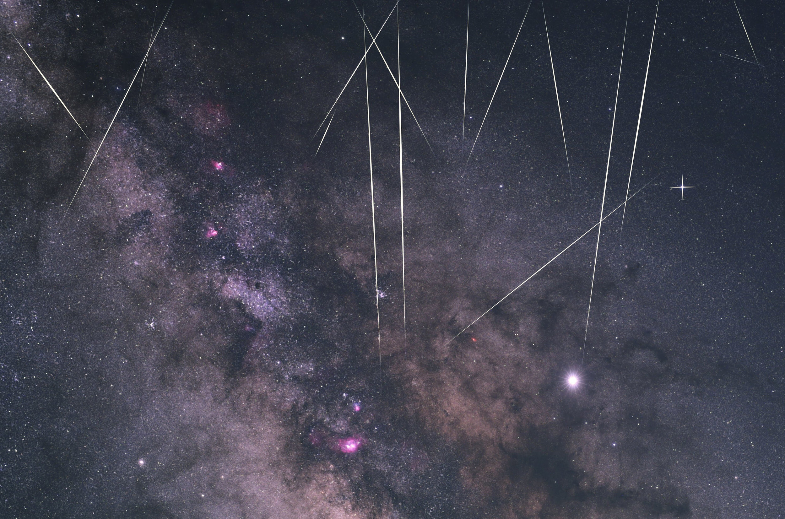 Closeup of  @alpineastro 's meteors over Mt. Shasta