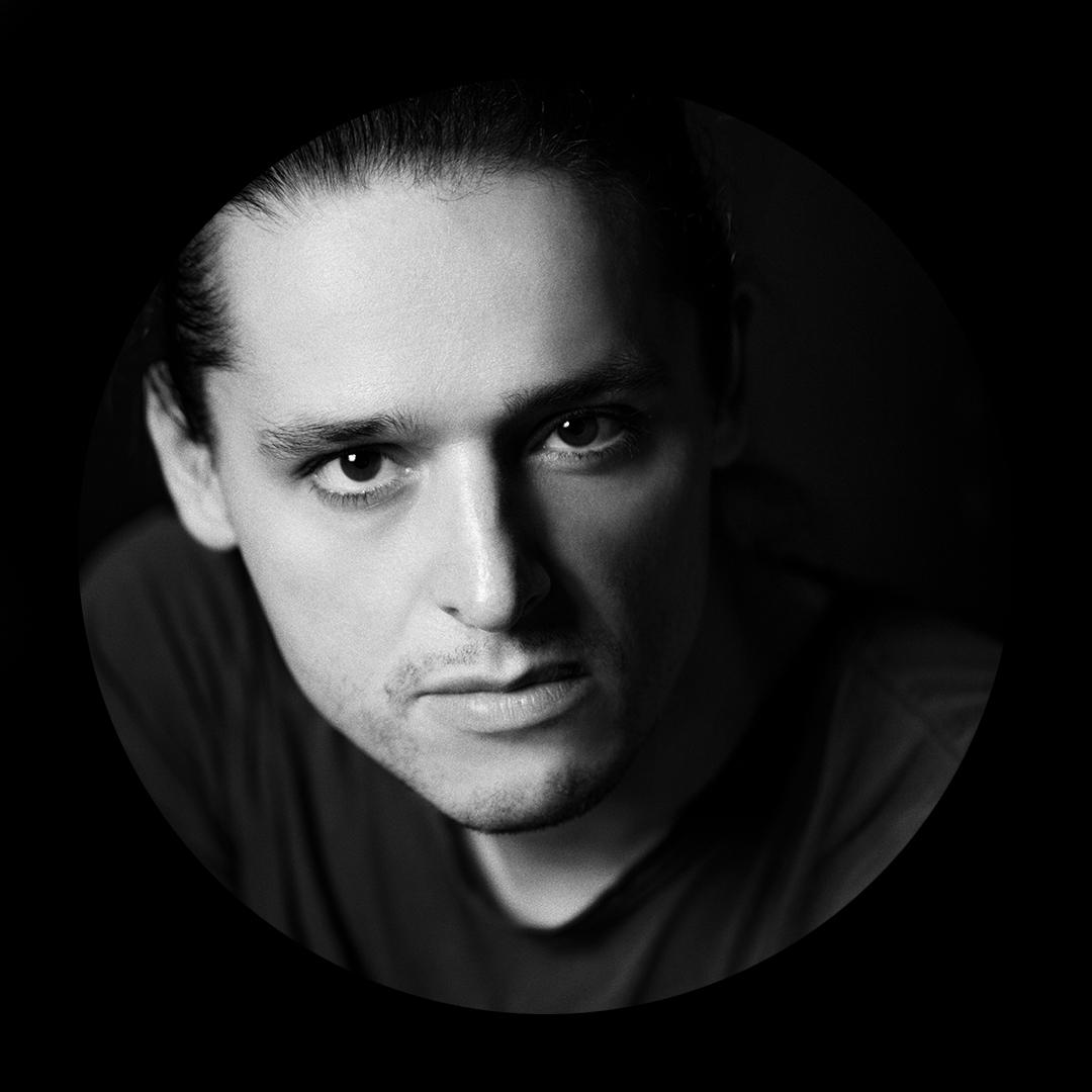 Olivier Theyskens_portrait_v2.jpg