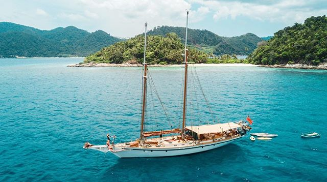 Summer is all about those lazy afternoons in the tropics, best spent lounging on the bow ☀️ • • • #indonesia #wonderfulindonesia #passionpassport #wanderlust #explore #wilderness #wildernessculture #yacht #yachtlife #travel #luxurytravel #adventure #escape #traveldeeper #southeastasia #tropics #summer #traveltuesday