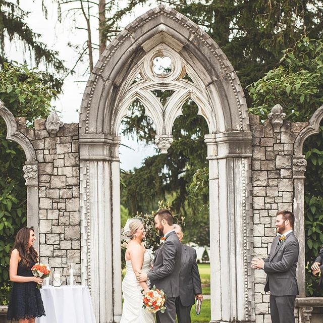 Outdoor weddings are my favorite - ESPECIALLY with beautiful backdrops like this one at Hurstbourne Country Club
