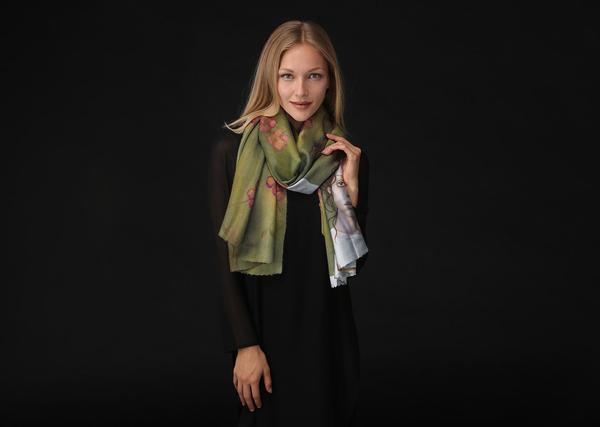 mariana-peirano-royuela_loss2_long-scarf-worn_017_grande.jpg