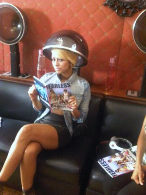 Keri+Hilson+reading+FEARLESS+(1).jpg