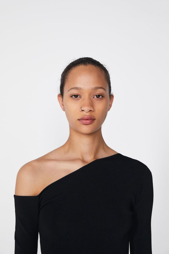 - Asymmetrical Necklines - I've always loved a good asymmetrical neckline because they are extremely sexy and subtle. They look great with both dress and top designs. Give them a little shoulder this spring and try out this style.