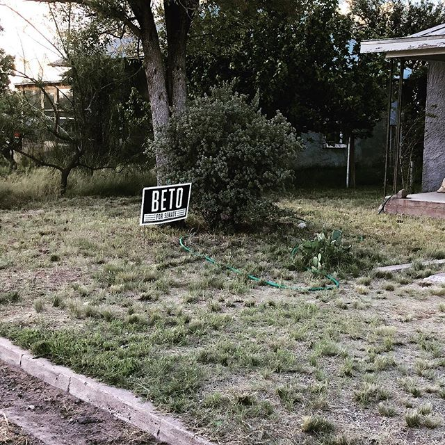 👊👊👊 Go Beto!! @betoorourke #marfatexas #marfa #betofortexas #betoforsenate #vote (Voter Registration ends in Texas TOMORROW, Oct 9th!)