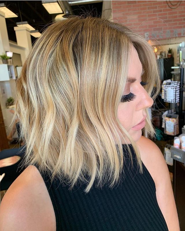 Honey Blonde 🍯 Yet another beautiful color by our owner @locksbylizsparks 💕 . . . . . . . #honeyhighlights #blondehighlights #tricitieswa #shoplocal #shortbobhaircut #warmblonde #scoutme
