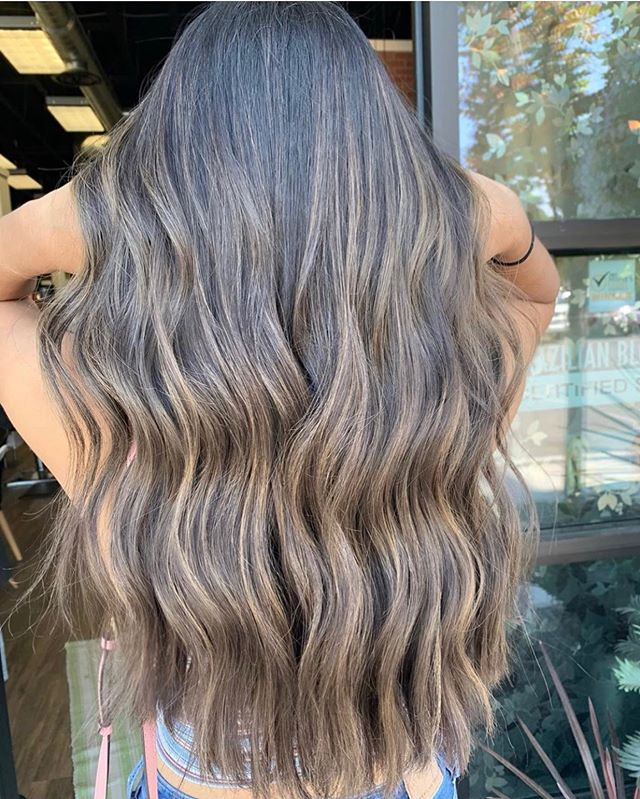 That BRONDE 🤩 color by @balayagebybriana ! Call the salon at 509-820-3636 to get your appointment booked 💕 ______________________ #maneaddicts #brondebalayage #balayge #tricities #brownbalayage #summerhair #longhairstyles