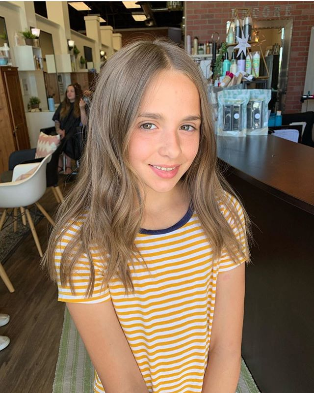 Chop chop for this lil cutie 💇🏼♀️ By @locksbylizsparks! Call the salon or send us a DM to book your back to school hair appointment 💕 #backtoschoolstyle #haircutsforgirls #girlythings #brownhairdontcare #tricitieswa #haircuts