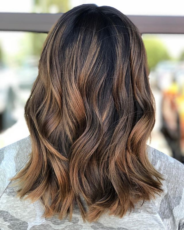 Did you know that @painted_in_glitter also specializes in warmer toned colors as well as vivid colors!? Such a well rounded artist with a variety of talents! DM her to book your next color 😍💕 #brownbalayage #brownhair #tricitieswa #brownhairdontcare #shorthairstyles #brownhairstyles