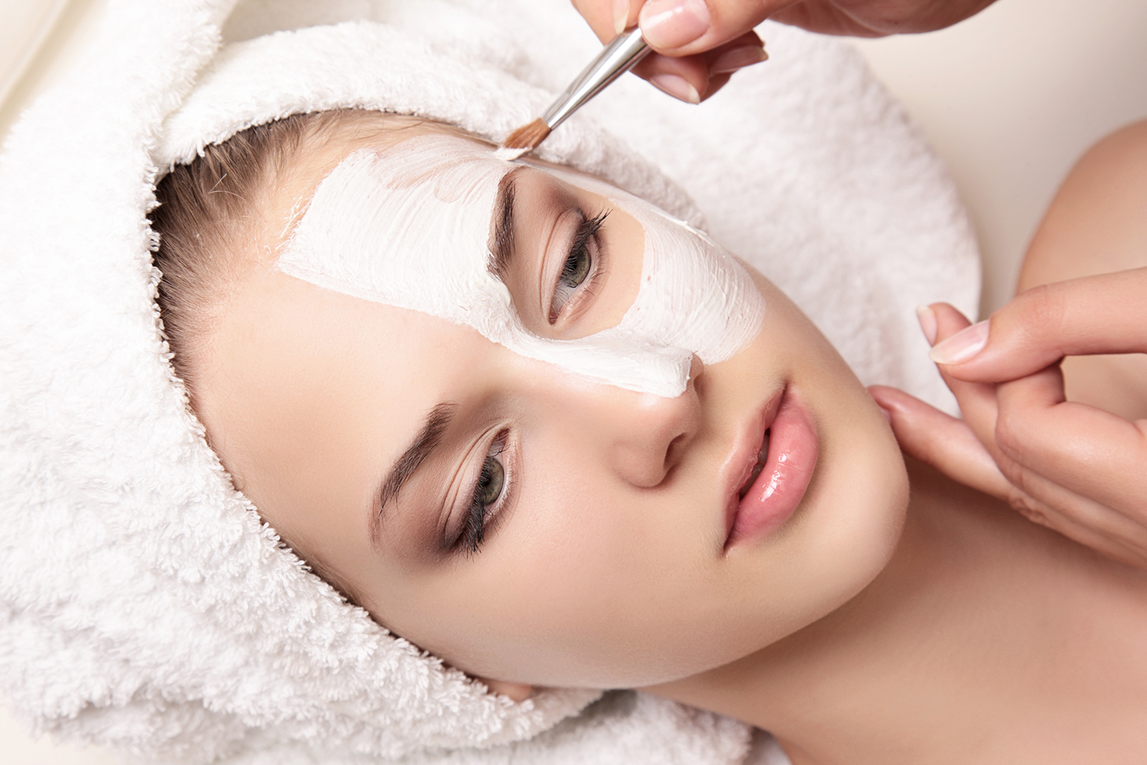 ULTRA BRIGHTENING LUMINOSITY FACIAL - Suitable for: hyperpigmentation, melasma (hormonal pigmentation), uneven skin tone, sun damage, lack of radiance, blotchiness, age spots. Duration: 1 hourCost: $199Suggested treatment intervals: 4- 6weeklyDowntime: Possible mild peeling and or redness from several hours to a few days but nothing that will stop you from returning to your everyday activities.If your main concern is pigmentation or you just want a glowing, more radiant tone then this is the Skin Treatment for you! This Premium Facial begins with our relaxing signature deep cleanse. The hero Ultra Brightening Accelerator Mask containing a powerful blend of 11 active ingredients is then applied and layered on the skin. This multi-action treatment mask uses well know AHA's, BHA's as well as 8 skin brightening and lightening agents to work its magic. Whilst awaiting your new luminous complexion, relax and enjoy a décolletage and back massage. We will then finish off with our signature Mutli-Vitamin Infusion to hydrate and feed the skin with our brightening and hydrating serums.Suggested homecare products: Ultimate Brightening Foaming Cleanser, Ultimate Brightening Serum, Ultimate Brightening Moisturiser Cream.
