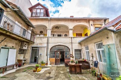 Smetka_jul2018_courtyard_1.jpg