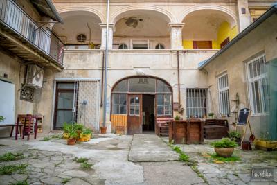 Smetka_jul2018_courtyard_2.jpg