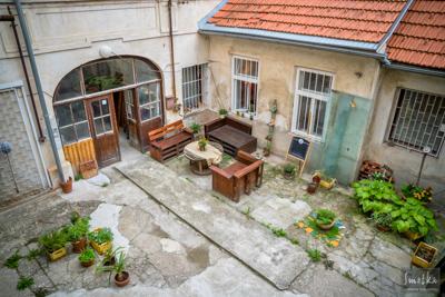 Smetka_jul2018_courtyard_3.jpg