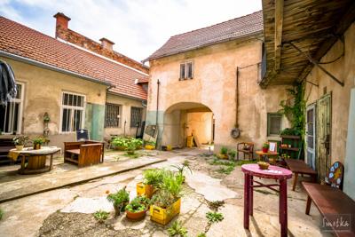 Smetka_jul2018_courtyard_5.jpg