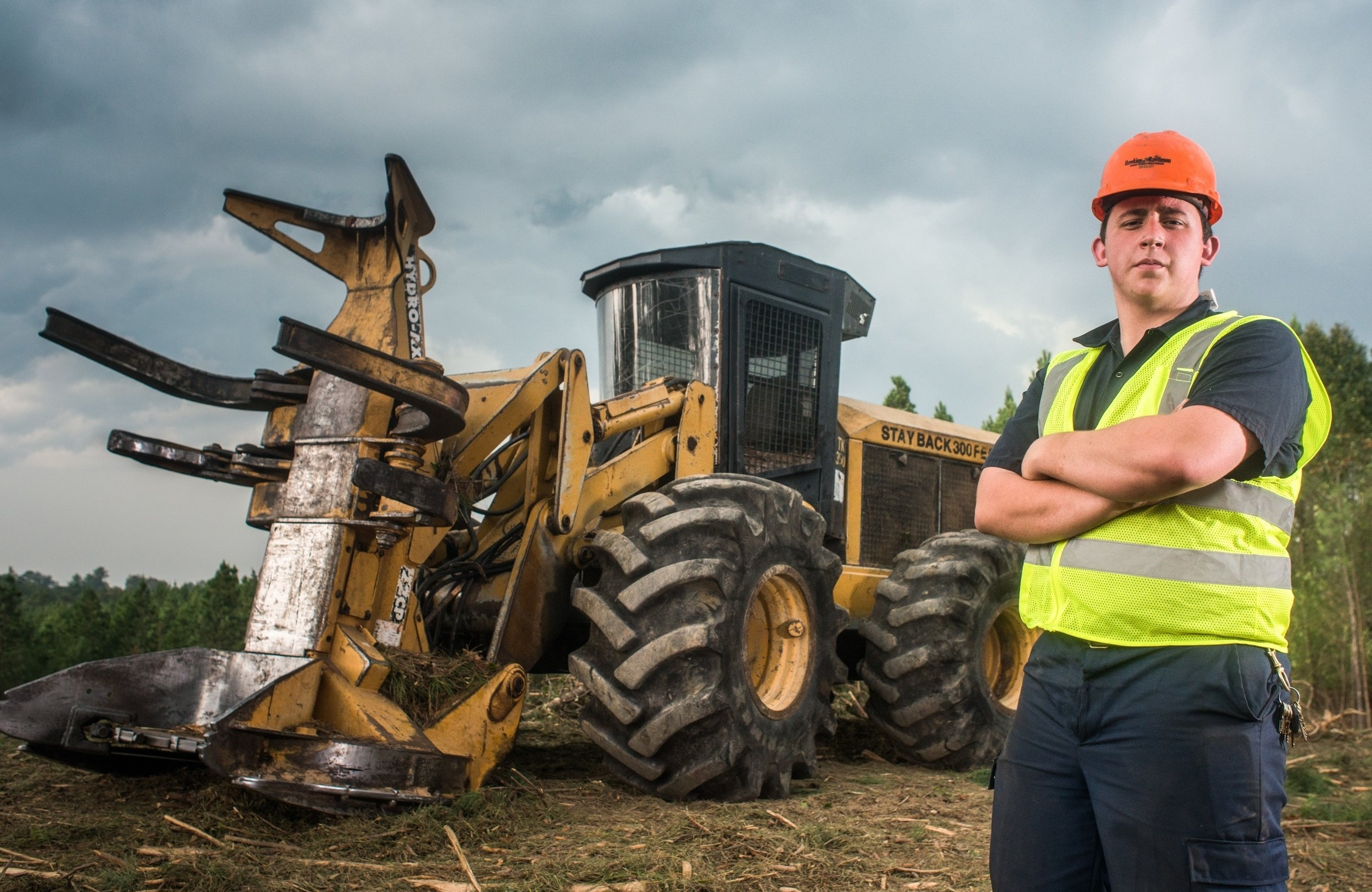 logging equipment operator - Heavy equipment operators in the logging industry control machines like skidders, feller bunchers, excavators, dozers and graders.