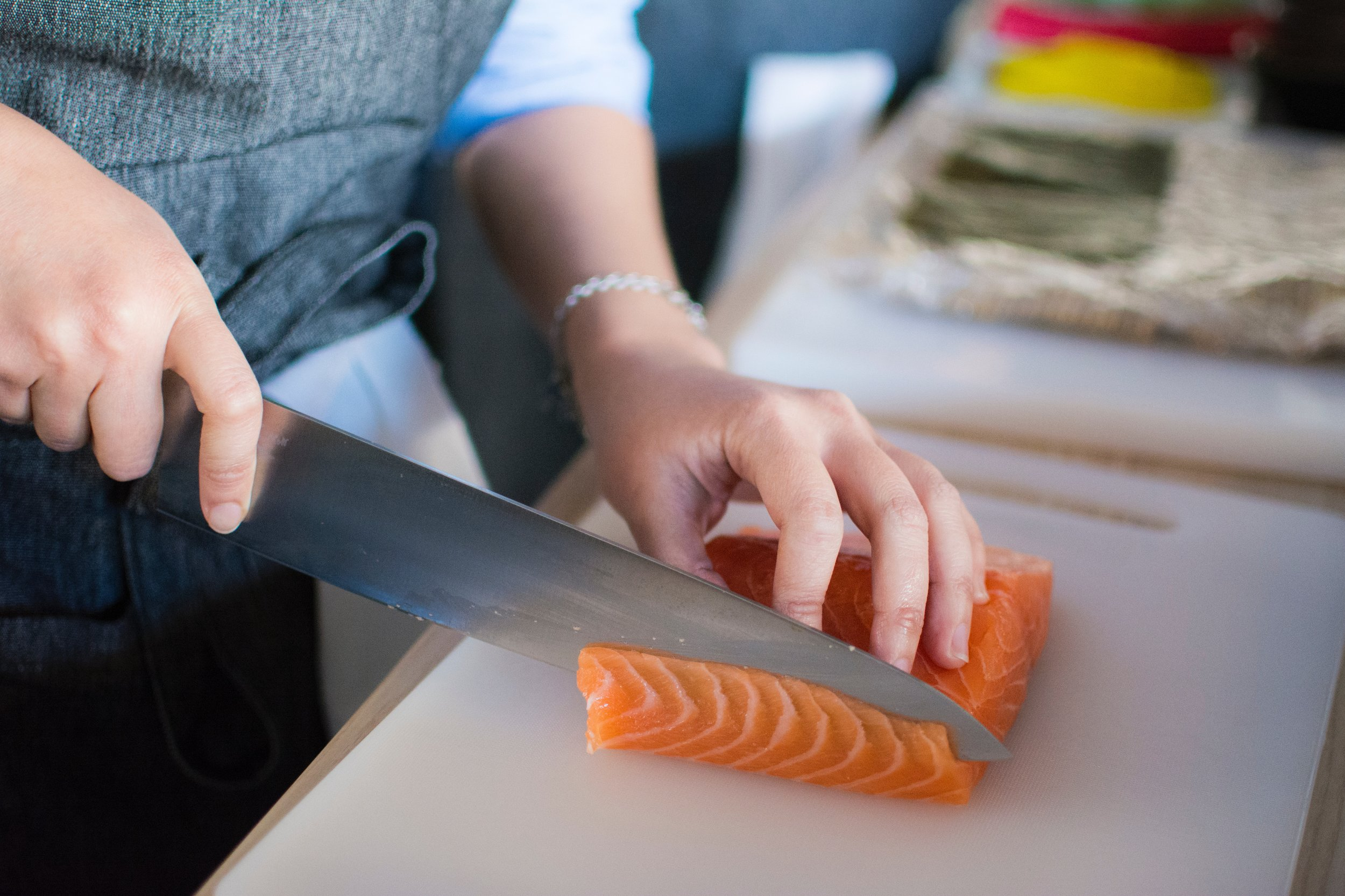 fish-food-hands