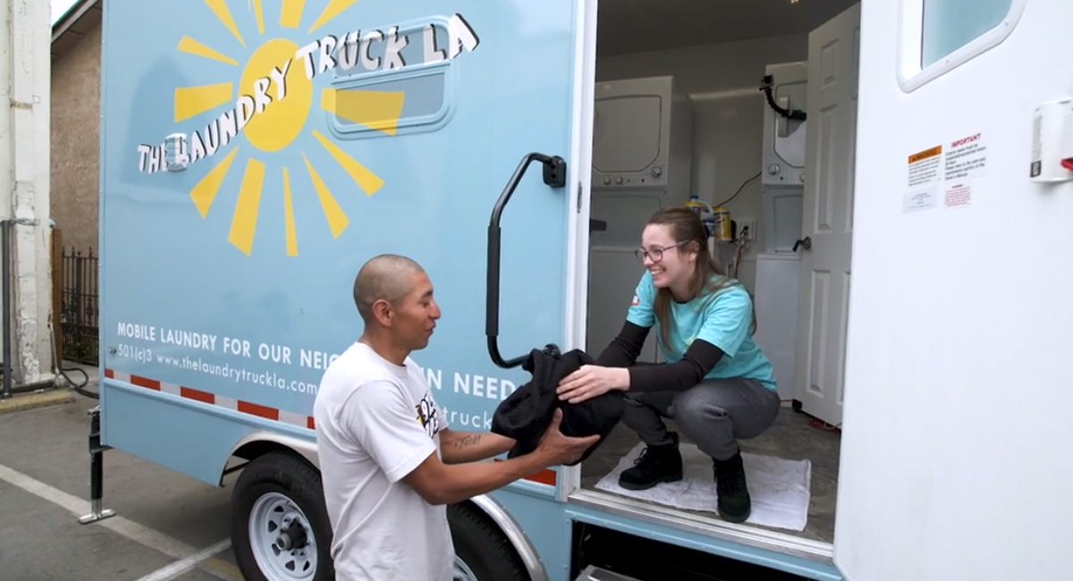 """Good News Network  """"This Laundry Truck Will Be Washing Clothes for Homeless People of Los Angeles Throughout the Week."""""""