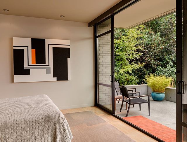 House of Planes master bedroom and terrace, with art by Mary Henry. . . . . #archinect #seattlearchitects #architizer #pnwarchitecture #modernhome #interiordesign #graymagazine #houzz